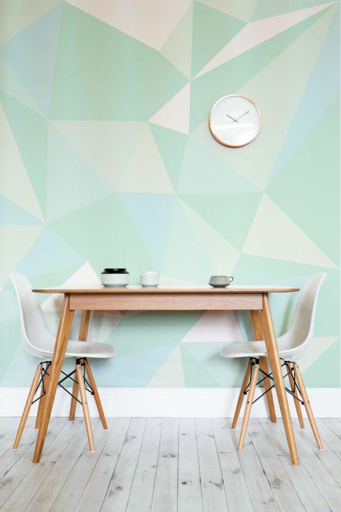 idee amenagement coin repas, différentes nuances de couleur vert d eau, table et chaise en bois scandinave, parquet gris, gorloge élégante