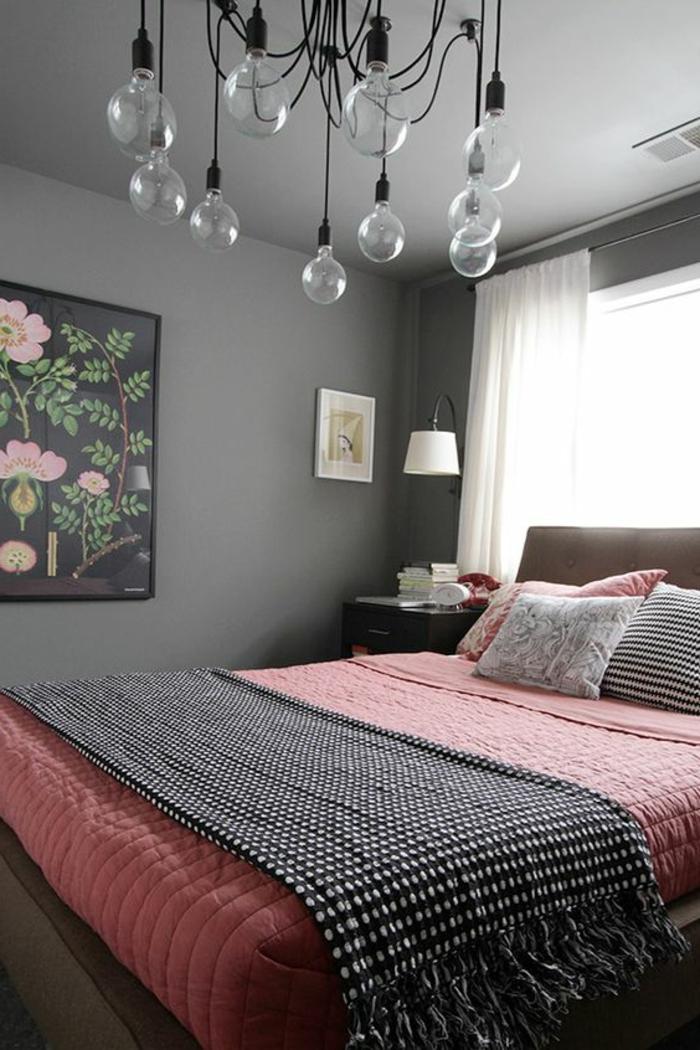 deco peinture chambre, lampes ampoules, lit rose et gris, peinture en rose et noir