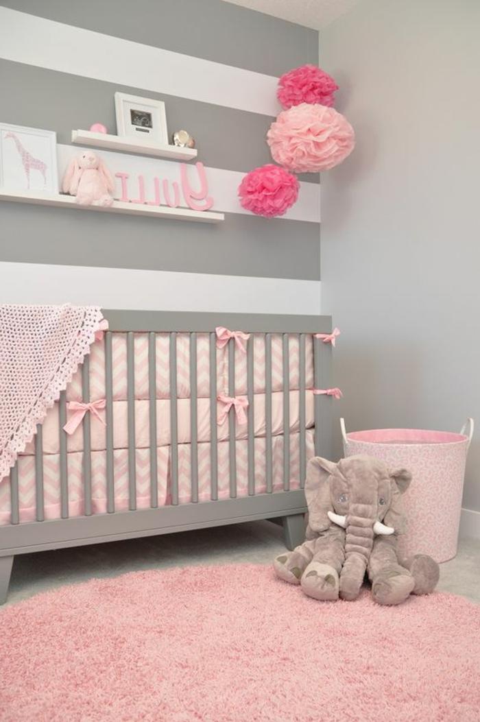 deco peinture chambre, tapis rond rose, boules en papier roses, rayons muraux blancs
