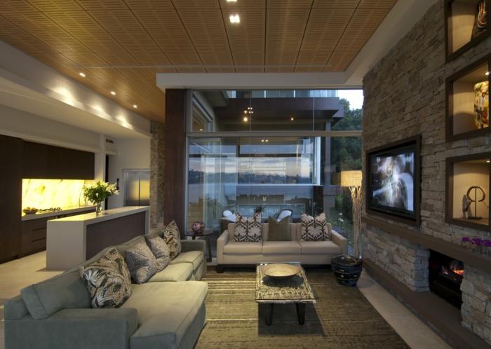 deco salon moderne, vitrines murales éclairées, cheminée montée au mur, niches murales éclairées