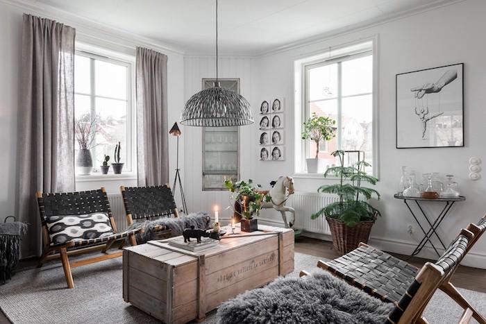 ambiance scandinave, grand tapis en gris, chaise en bois, suspension luminaire métallique, panier en paille