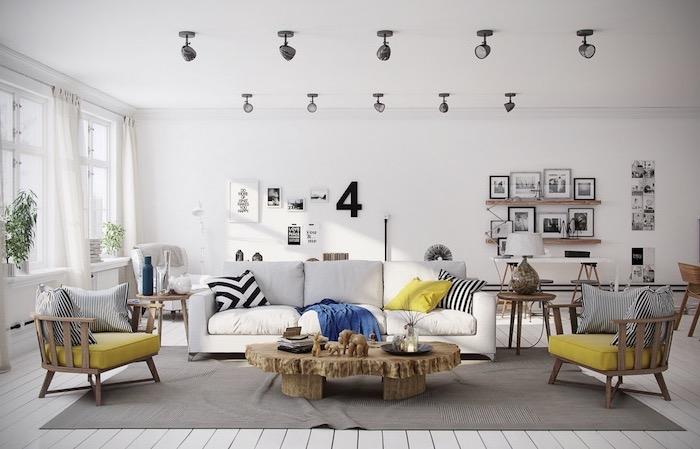 esprit scandinave, petite chaise basse en bois avec housse en jaune moutarde, mur de cadres photos avec art prints, rideaux longs et blancs