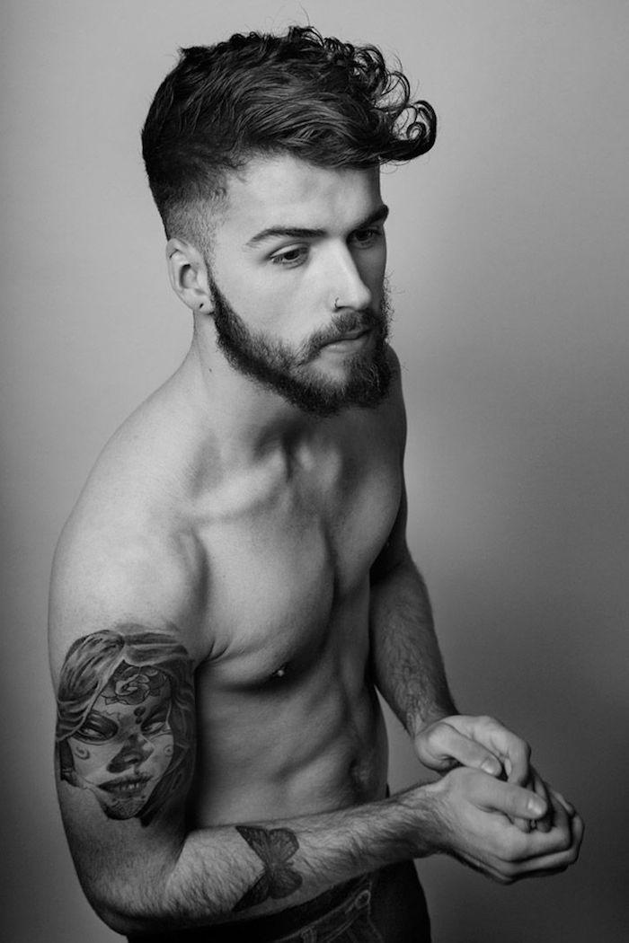 degradé progressif homme, barbe longue, piercing nasale pour homme, tatouage sur les bras homme
