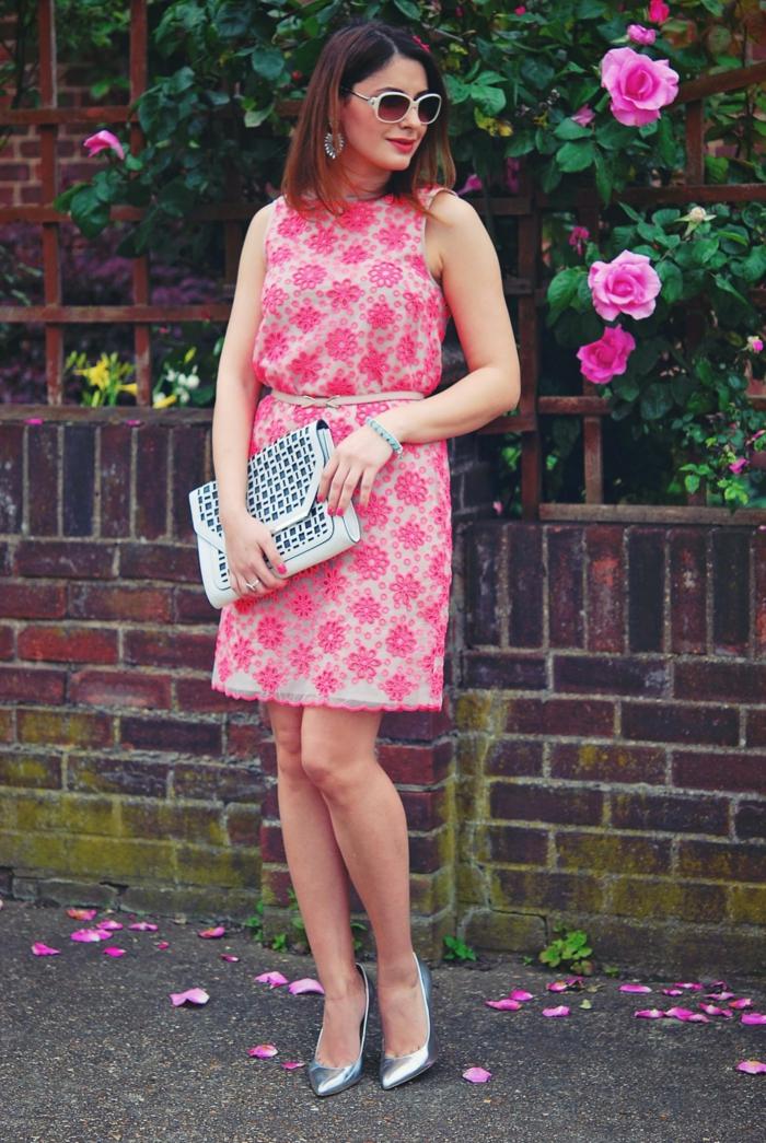 Délicat tissue tenu classe pour femme comment s habiller aujourd hui robe dentelle rose