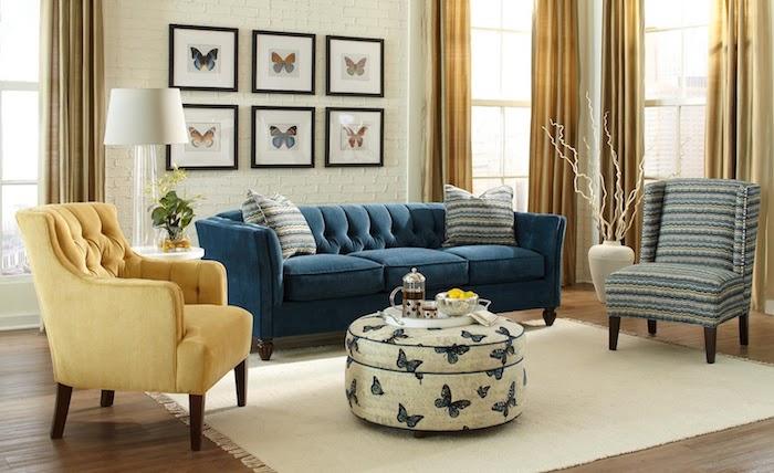 décoration appartement, revêtement de sol en bois, tissu à motif papillon, fauteuil jaune aux pieds en bois