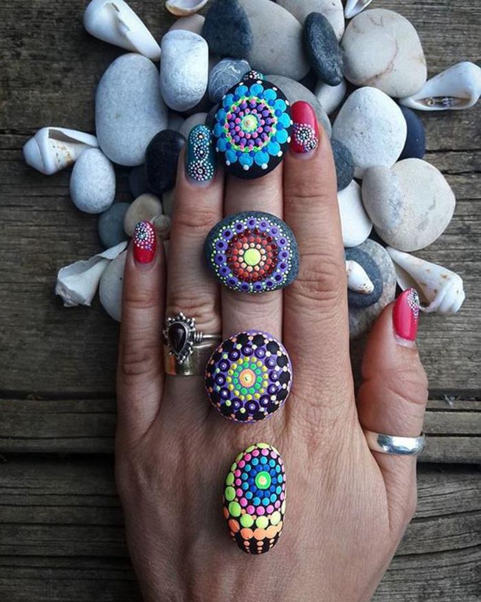 idée originale pour une activité manuelle adulte avec pierre, de petits galets mandala aux couleurs différentes