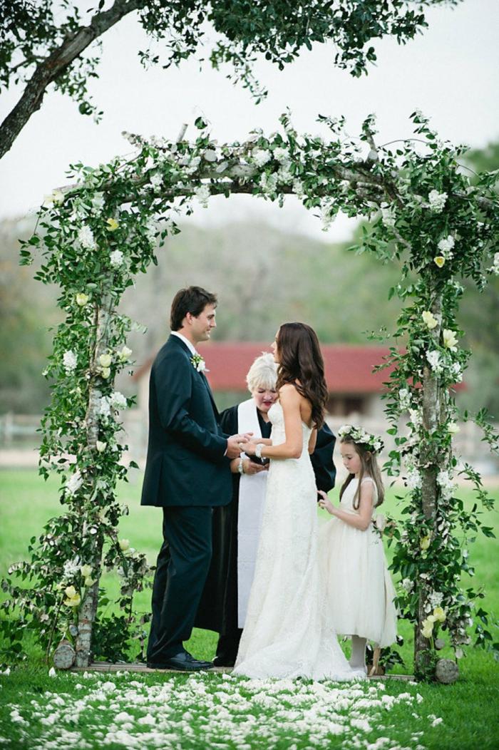 Excellente décor arche mariage composition florale mariage idee deco belle amour mariage