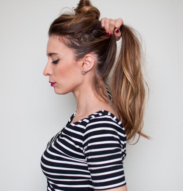 idée comment faire une double queue de cheval, cheveux long femme, queue basse et que haute qui tombe dessus, coiffure décoiffé