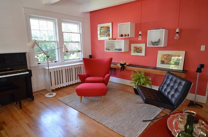 décoration salon vintage fauteuils années 60 et peinture couleur corail mur