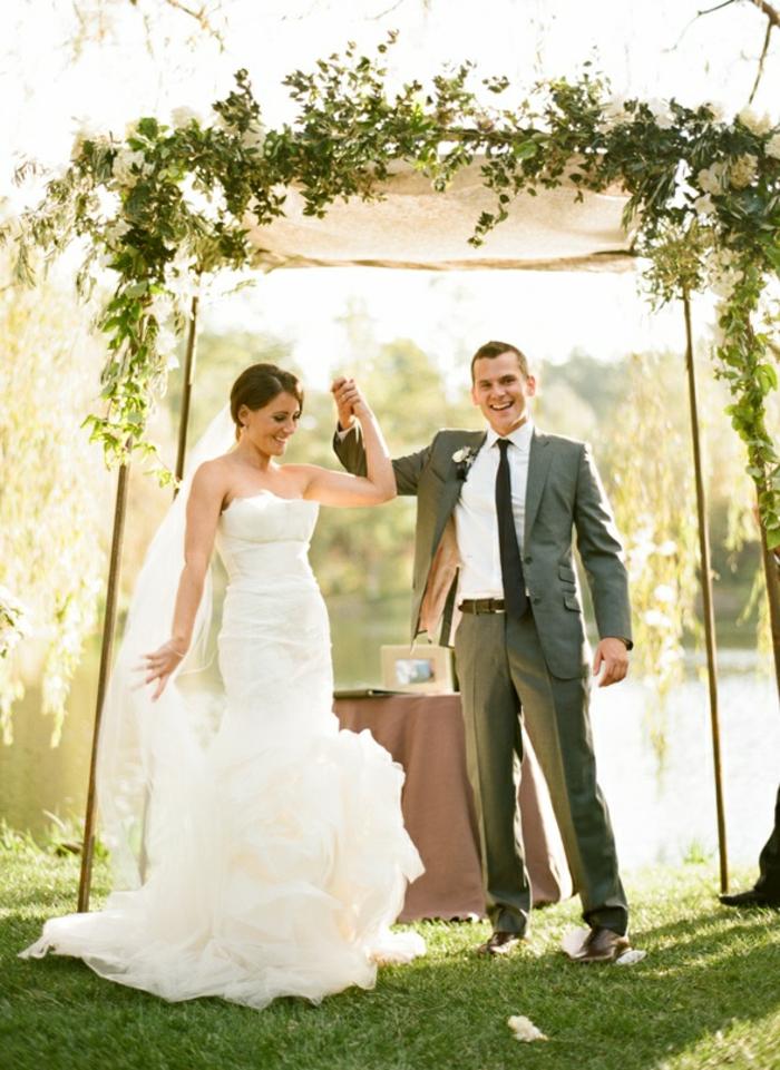 Jolie montage fleurs mariage arche de fleur composition fleurs mariage peleuse