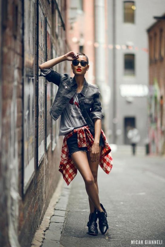 Belle femme swag maillot swag jean swag fille tenue bleu et blanc chemise à carreau