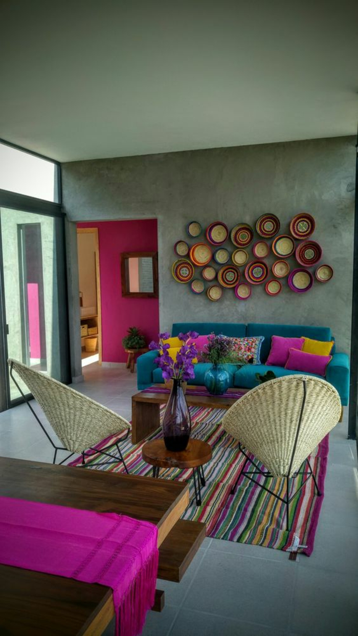 fuschia comme des accents de couleur dans un salon a la perspective d un mur couleur fuchsia