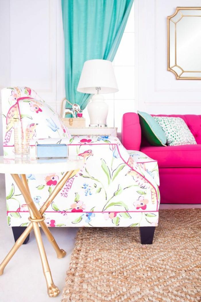 magenta color salon aux couleurs pastels et au tapis en beige fauteuil et canape de couleurs differentes