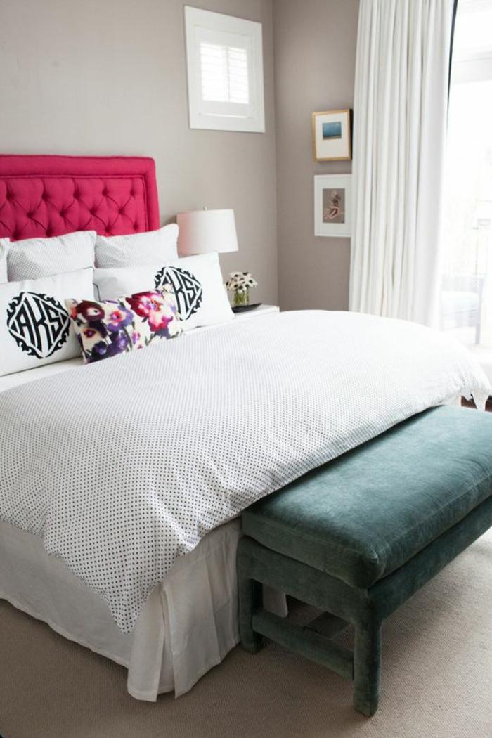 comment faire du rose avec de la peinture une tete de lit en fuchsia combinee avec un meuble pour les affaires en vert pastel