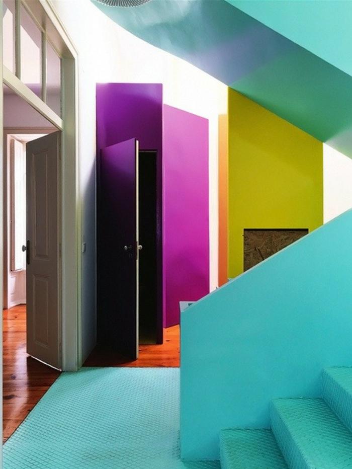 fuchsia couleur dans une entree caleidoscope en couleurs pastels escalier en bleu pastel