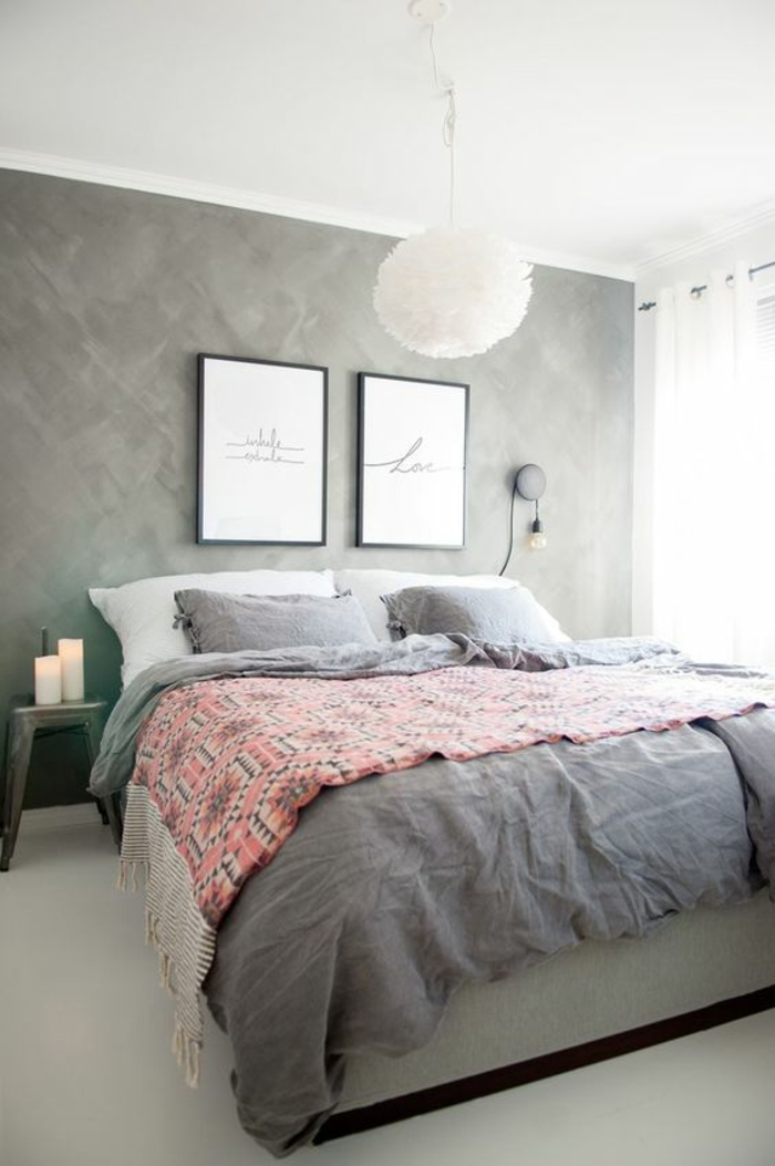 couleur gris perle chambre a coucher avec deux tableaux au dessus du lit sol en blanc