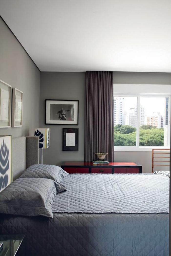 peinture gris perle chambre a coucher avec rideau gris anthracite et couverture lit gris clair. Black Bedroom Furniture Sets. Home Design Ideas