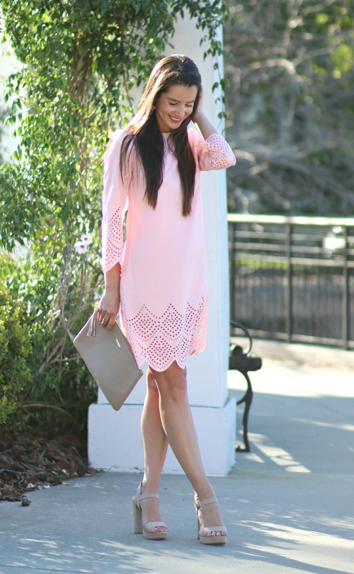 Belle robe courte avec manches tenue de mariage robe pour un mariage idée tenue chic femme