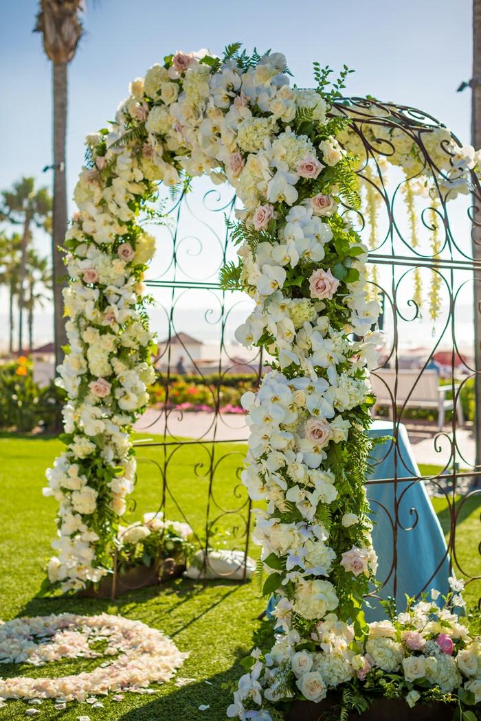 Bouquet de table pour mariage deco florale pour mariage cool idée cool arche en fer