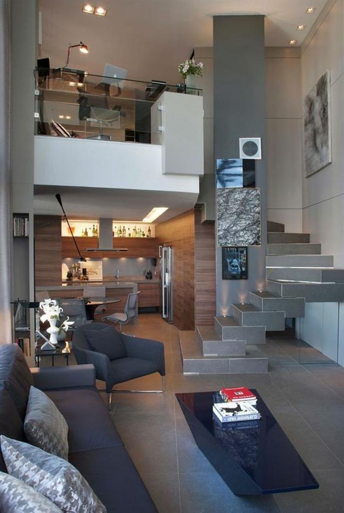idée aménagement salon, office mezzanine, cuisine ouverte sur salonn, fauteuils gris