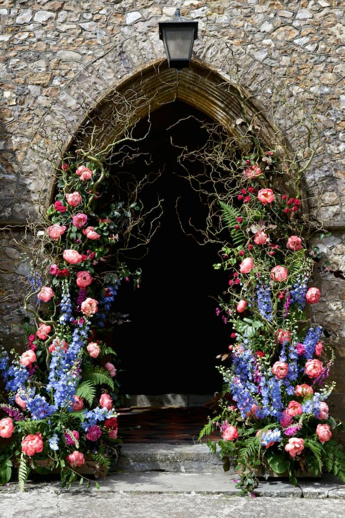 Belle composition florale pour mariage arche de marie fleurs arc mariée porte arche