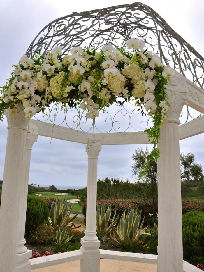 Arrangement floral pour mariage composition florale table mariage amour