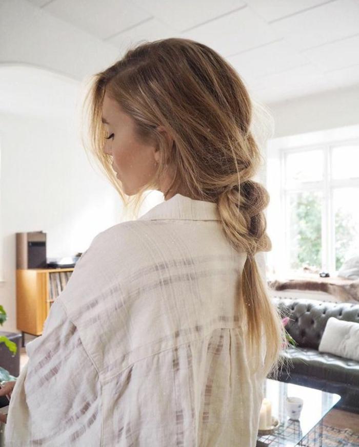 comment faire une tresse simple décoiffé, idée coiffure femme a faire soi meme, style boheme chic, cheveux longs