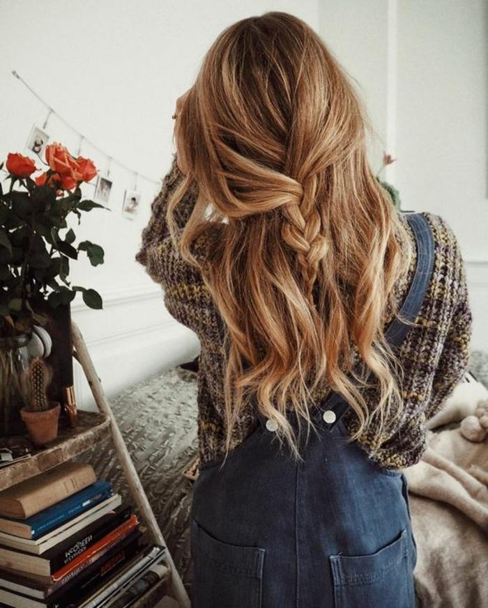 coiffure facile et rapide, style bohème chic, une tresse simple flou au centre de cheveux lâchés bouclés
