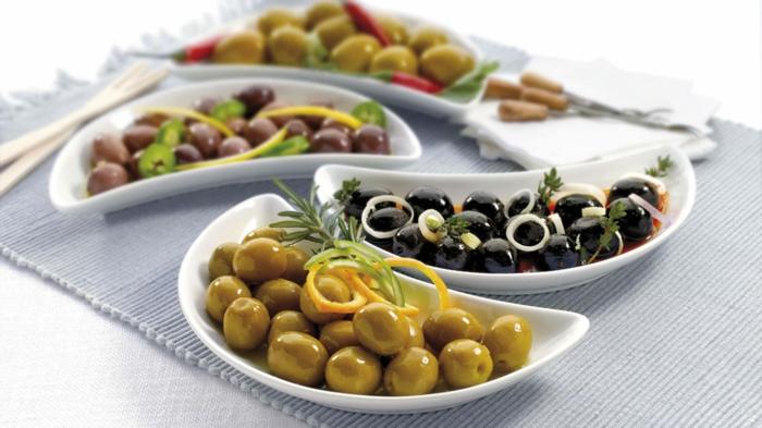 olives noirs, verts et autres genres, garnis de zeste d orange, échalotte, piments rouges, spécialité espagnole