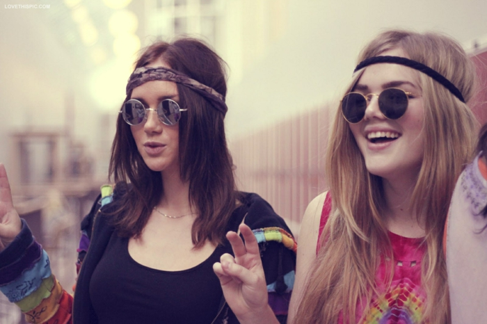 Les hippies aujourd hui vetement hippie femme tenue hippie chic lunettes rondes