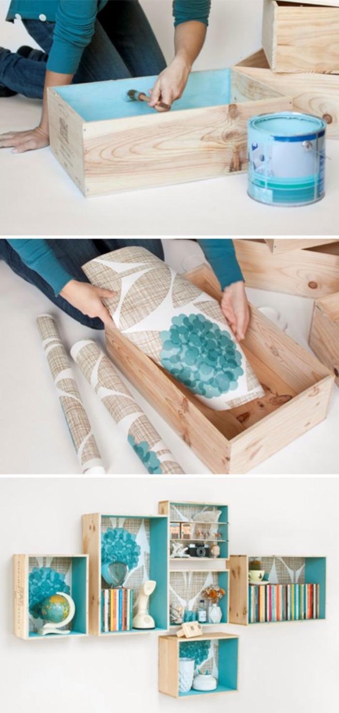idée diy rangement mural à partir de caisses bois, fond customisé de papier coloré, motifs floraux, idée comment organiser les livres et les accessoires déco
