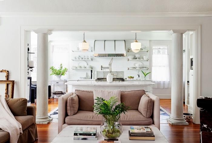 free cuisine americaine blanche avec de la vaisselle range sur des tagres blanches lot cuisine. Black Bedroom Furniture Sets. Home Design Ideas