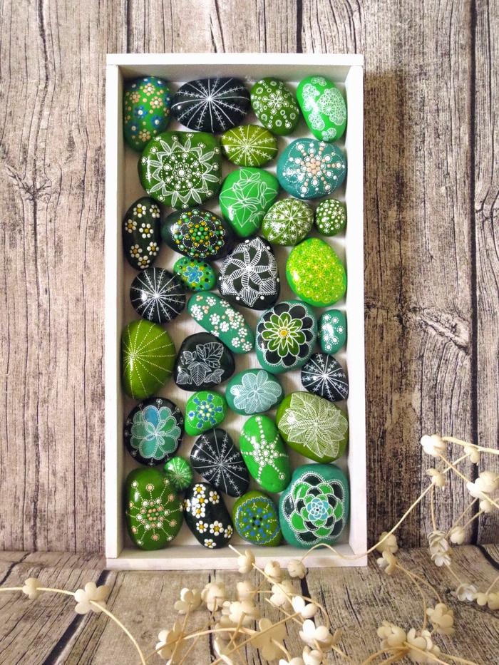 un jardin vertical de galets peints façon mandala, déco originale en galets décoratifs