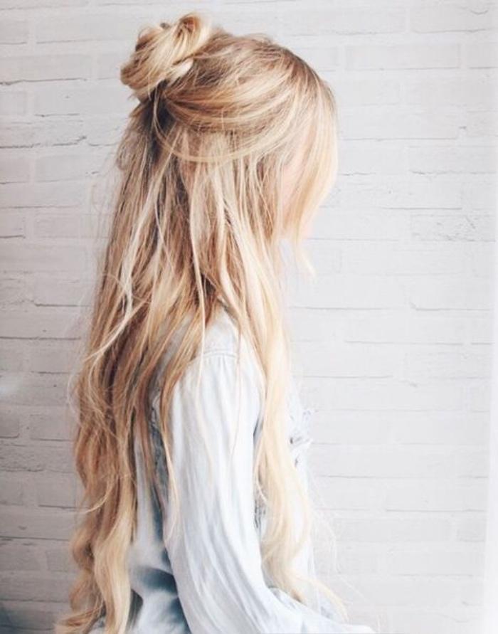 idée de coiffure facile a faire, demi chignon et cheveux lâchés, modele de coiffure femme boheme chic, effet décoiffé
