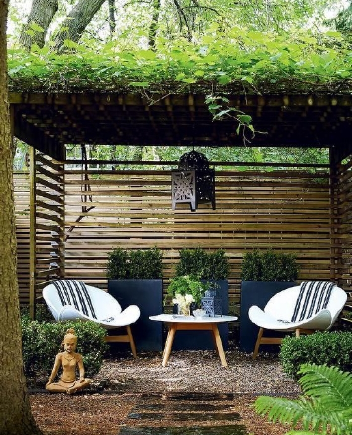 beautiful salon de jardin zen 14 coin d tente sous une pergola munie de treillis chaises et. Black Bedroom Furniture Sets. Home Design Ideas