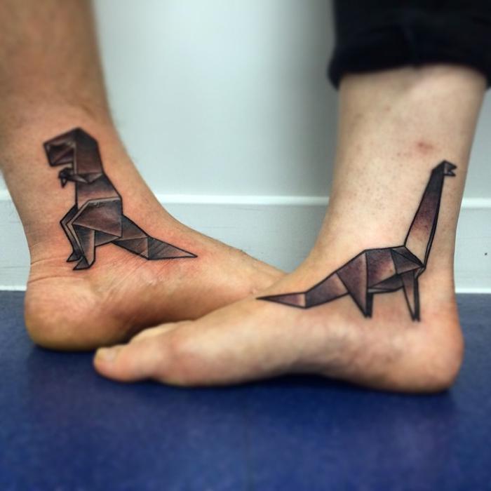idée originale pour un tatouage géométrique de couple en forme de dinosaure origami