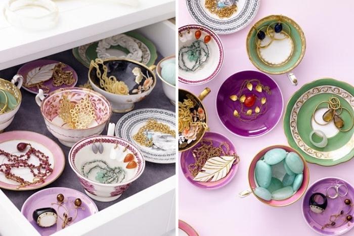 idée rangement bijoux dans des coupelles décorées, bagues, colliers, boucles d oreilles posés dans un tiroir