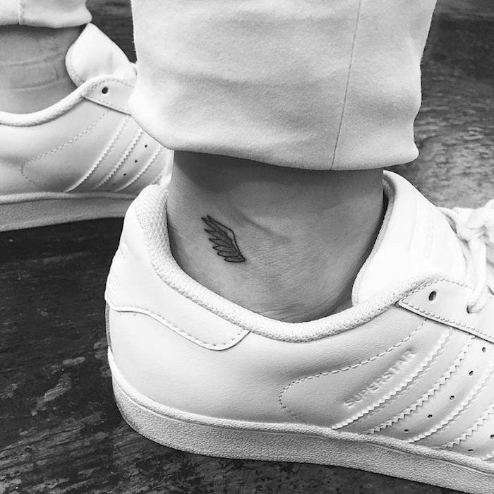 tatouage homme cheville fin discret tattoo aile ange mini pied