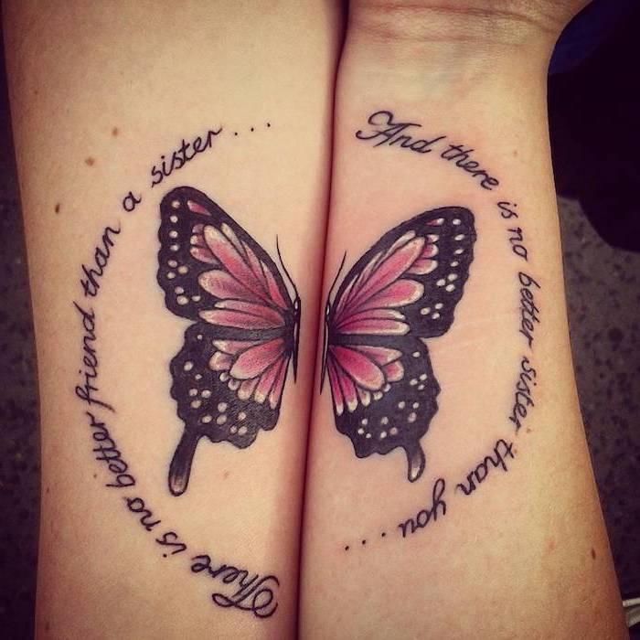 tatouage symbolique, dessin en encre pour deux, tattoo à design papillon avec ailes violets