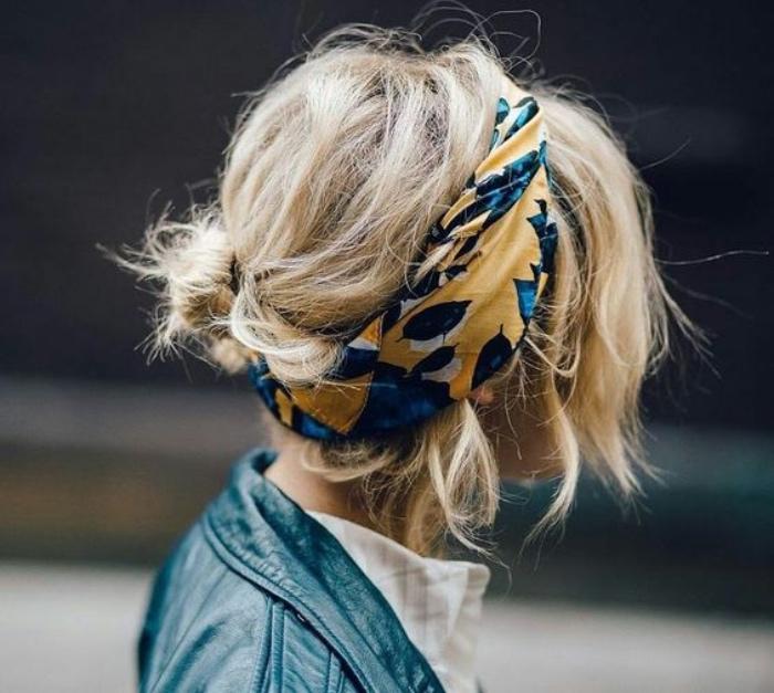 idée de coiffure facile a faire soi meme, style bohème, chignon facile sur des cheveux bouclés, bandeau de tête coloré