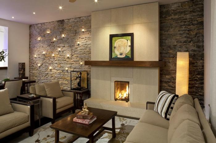 idee de deco salon, lampes murales décoratives, table e bois foncé, petite cheminée décorative