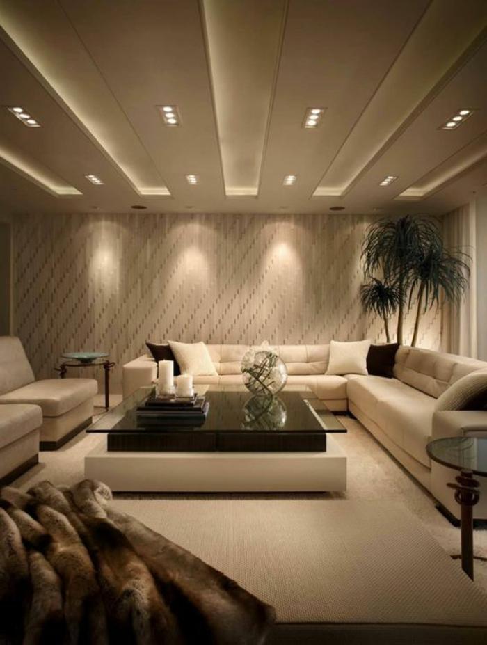 idee de deco salon, table de salon rectangcouleulaire, faux plafond lumineux, canapé couleur crème