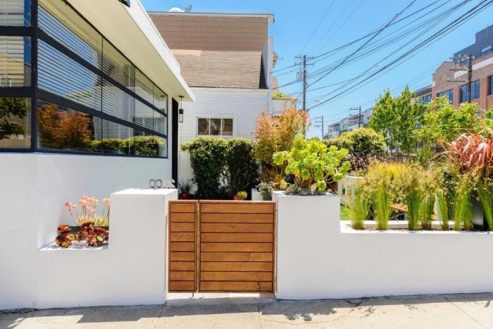 idee deco jardin avec un gazon et plantes, arbustes, buis dans des bacs encastrés, decoration jardin moderne