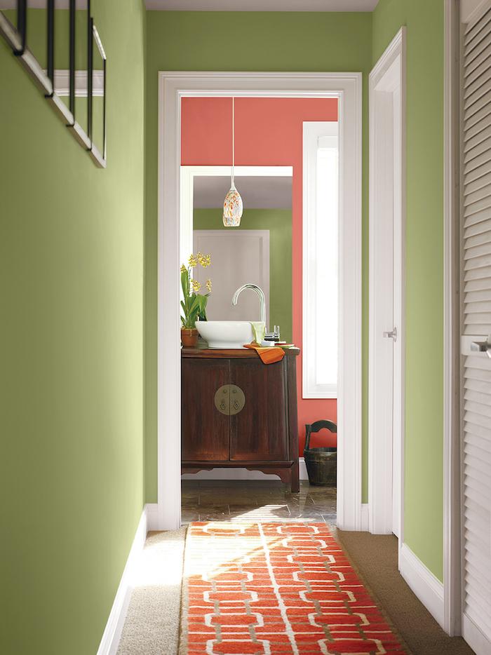 ensemble couleurs peinture murs maison couloirs vert pistache et corail rose