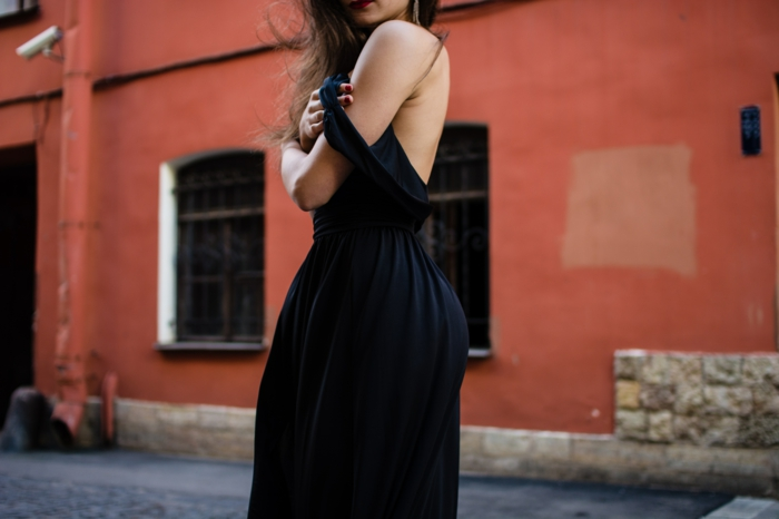 Magnifique idée comment s habiller robe classe bien s habiller femme robe noire velours longue