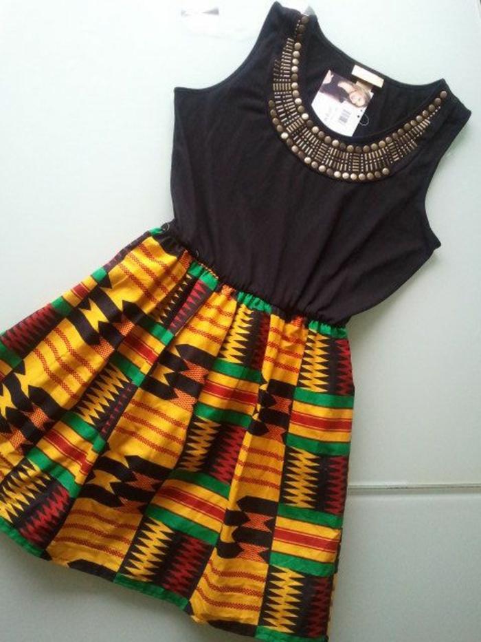 imprimé ethnique, petite robe wax, motifs africains, partie haute noire, détails métalliques
