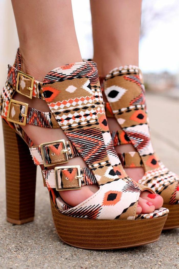 imprimé ethnique, sandales hautes auw motifs géométriques, talons hauts