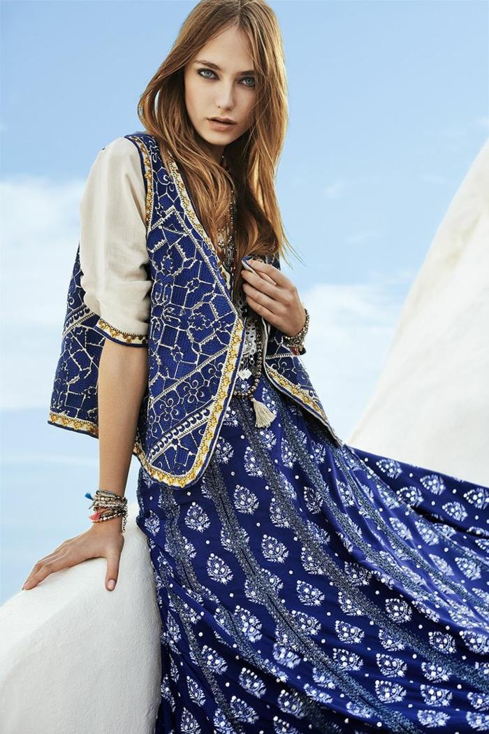 Robe longue style hippie chic les tendances du hippie chic femme vintage style robe longue bleu et blanc veste ethnique dessin