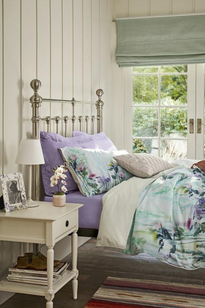 Violet gris décoration peinture chambre chambre beige et taupe beau lit en fer