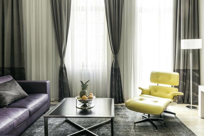 Chambre blanc et taupe déco zen chambre inspiration chambre adulte salon canapé violet cuir tapis gris